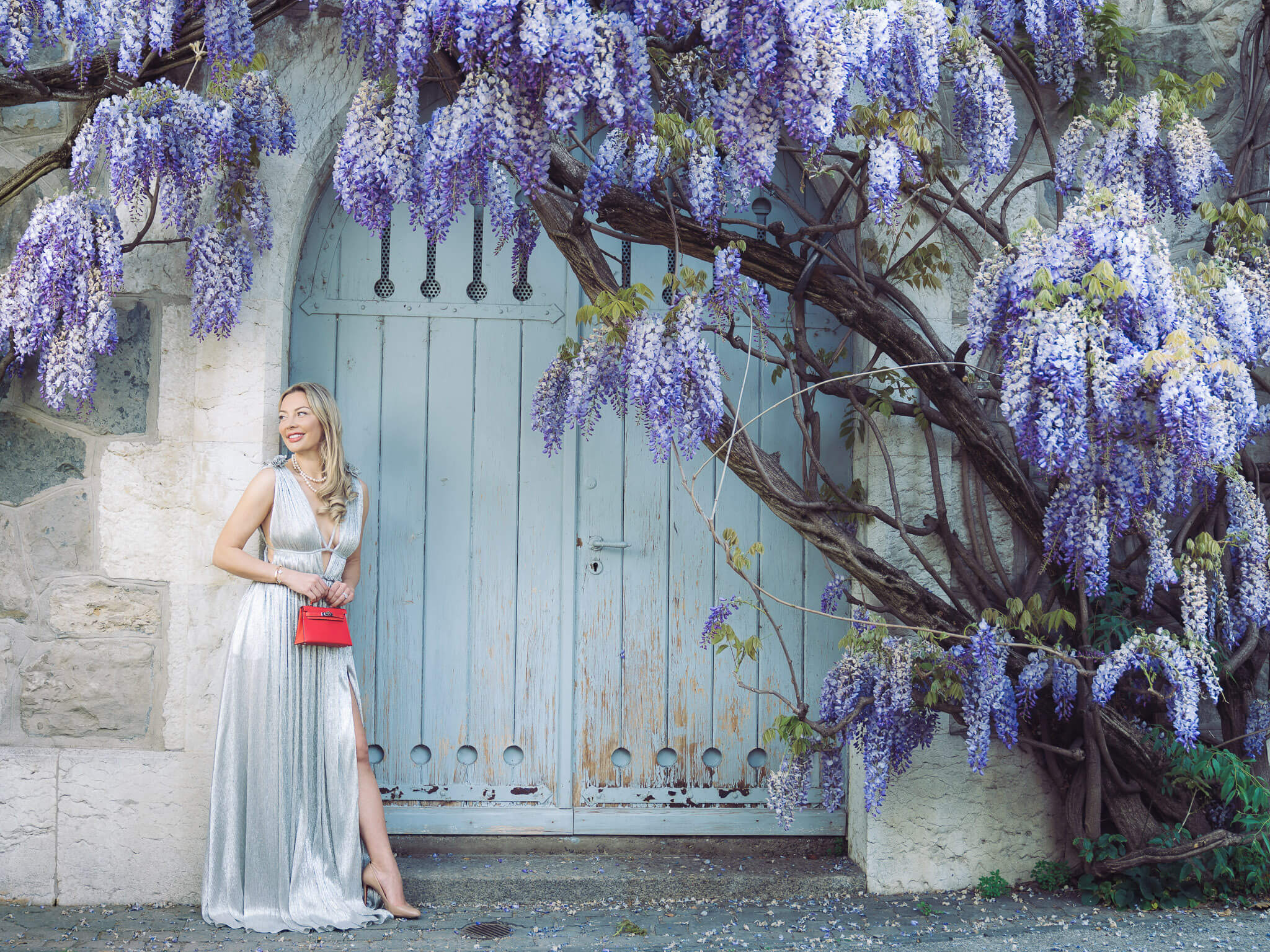 Anna-Bey-with-flowers-hermes-silver-dress-elegance